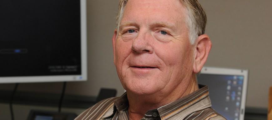 File source: http://commons.wikimedia.org/wiki/File:Gary_Starkweather.jpg